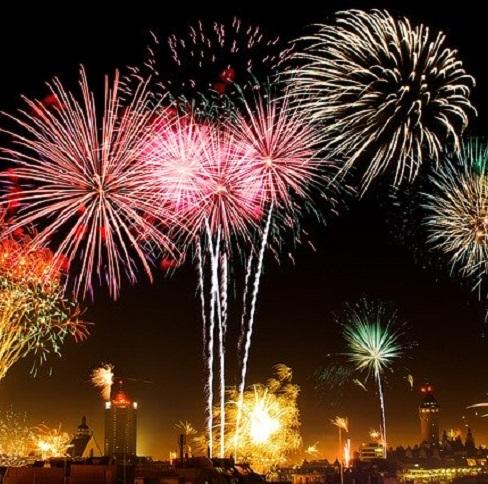 Fuegos artificiales durante el desfile de los Reyes