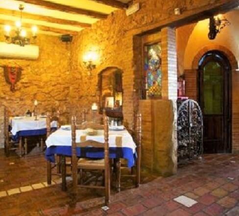 Uno de los restaurantes es La Teja Azul